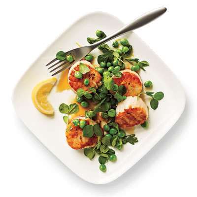 seared scallops & pea relish
