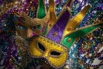 mardi-gras-beads and mask