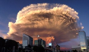 volcano-eruption-calbuco-chile-1__880